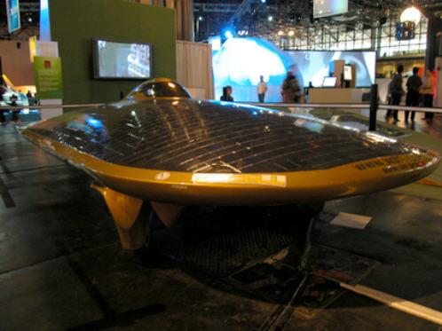 Solar Car or UFO? | ¿Auto solar u OVNI?